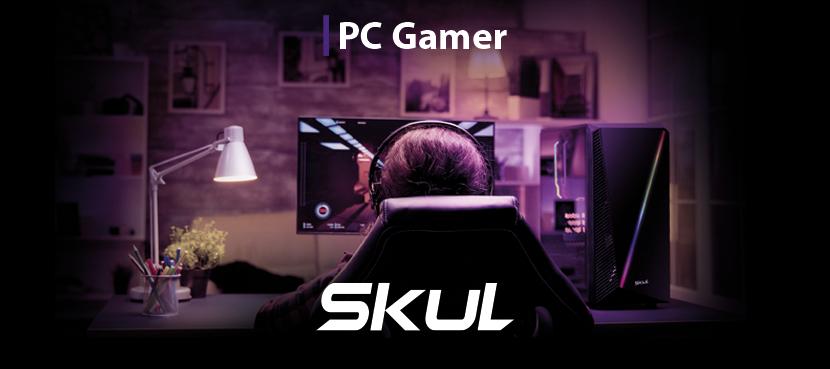 PC Gamer SKUL. Pessoa jogando video game sentada em cadeira gamer. Representa o crescimento do mercado gamer.